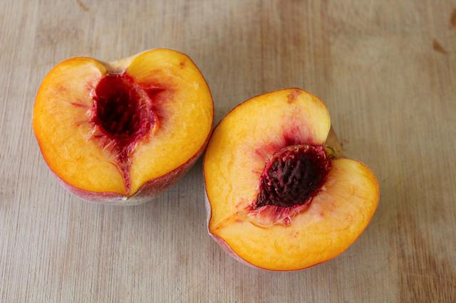 how to cut your fruits peach